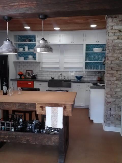 Urban rustic farmhouse kitchen farmhouse kitchen for Urban farmhouse kitchen