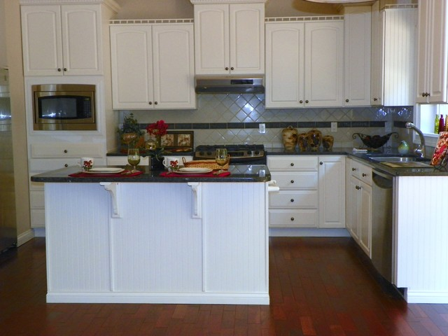 Vacant Home Merchandising Traditional Kitchen