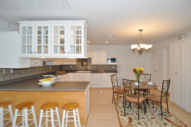 Vacant Home Staging, Memorial Area - Houston, TX traditional-kitchen
