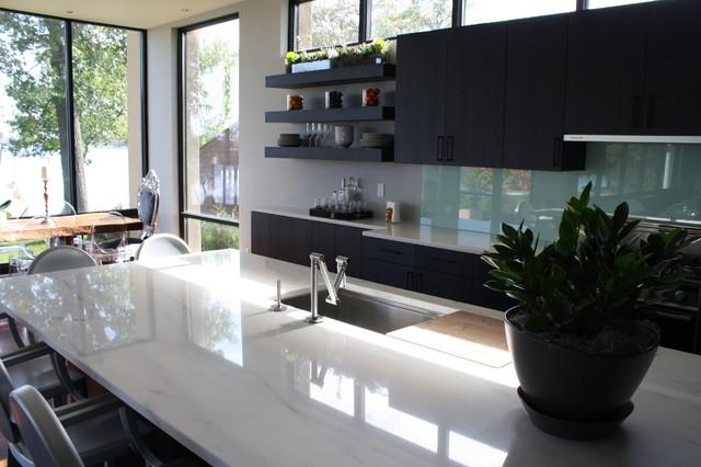 Valley Gold Vein - A White Marble Kitchen modern-kitchen