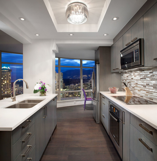 Sleek Kitchen Design: Vancouver, BC: Sleek Downtown Condo