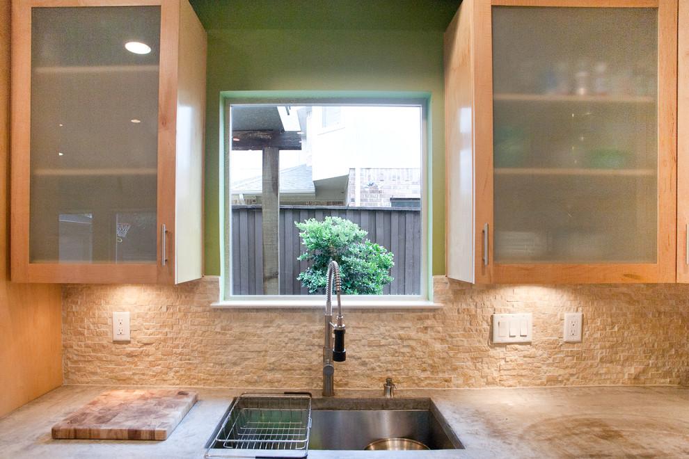 Kitchen - modern kitchen idea in Dallas