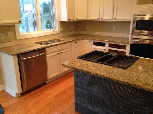 Various granite colors for your kitchen traditional for Traditional kitchen color schemes