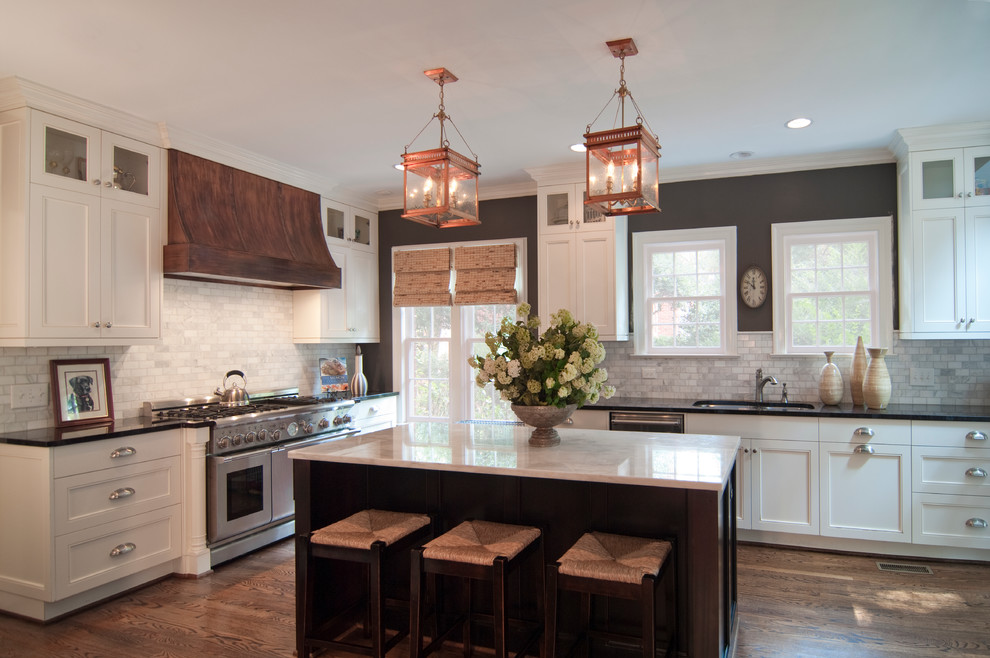 Example of a classic kitchen design in Charlotte