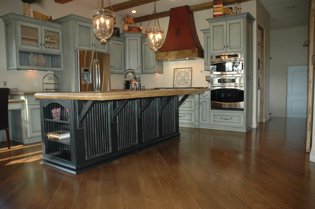 Verde black traditional kitchen