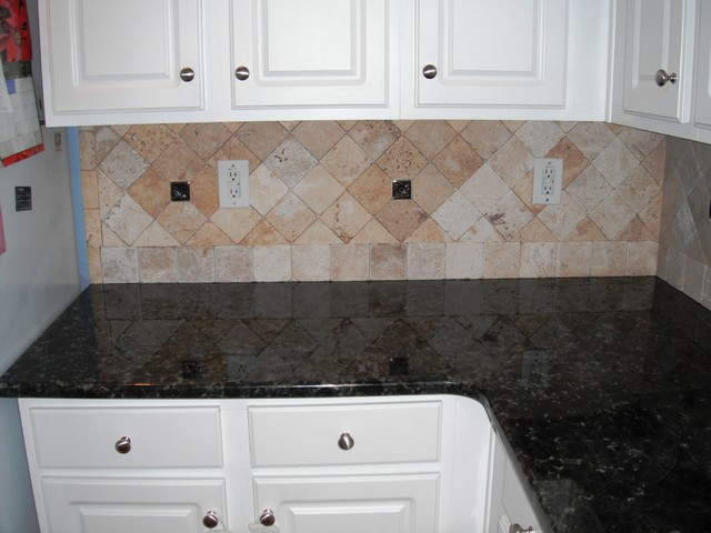 Verde Butterfly Granite With White Kitchen Cabinets 1 4 12