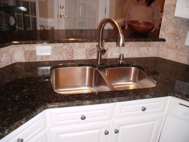 Kitchen Backsplash With Verde Butterfly Granite