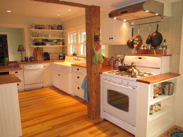 Vermont farmhouse style kitchen farmhouse kitchen - Farmhouse style kitchen cabinets ...