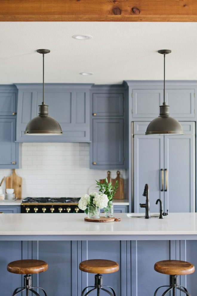 Inspiration for a country kitchen remodel in Dallas