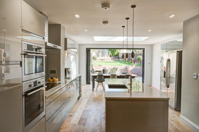 https://st.hzcdn.com/simgs/pictures/kitchens/victorian-house-renovation-no5-interior-design-img~45213f6a077d13a2_4-0309-1-0cc9d32.jpg