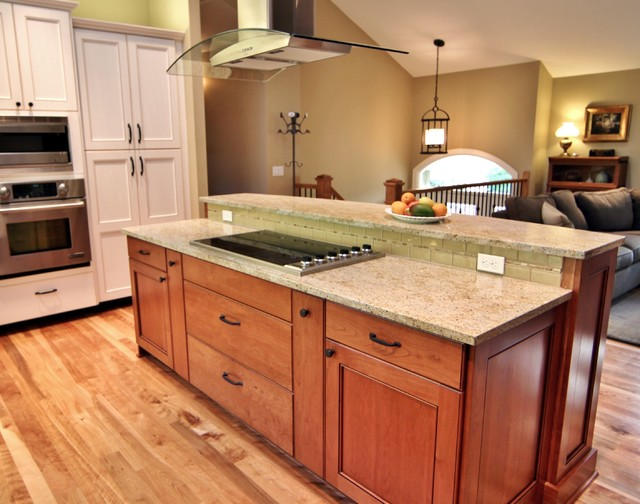 Charmant Traditional Kitchen Pictures   Example Of A Classic U Shaped Kitchen Design  In Portland