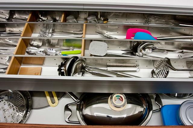 Vila 2 contemporary-kitchen