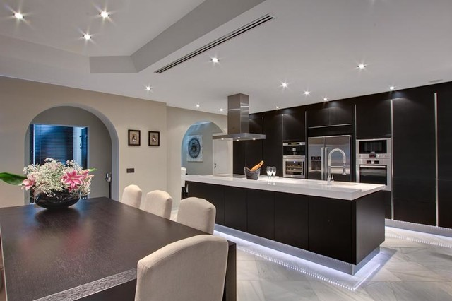 Villa marbella contemporain cuisine autres for Villa design interieur