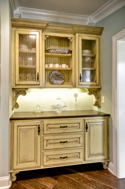 Vintage Style Butler S Pantry Traditional Kitchen By