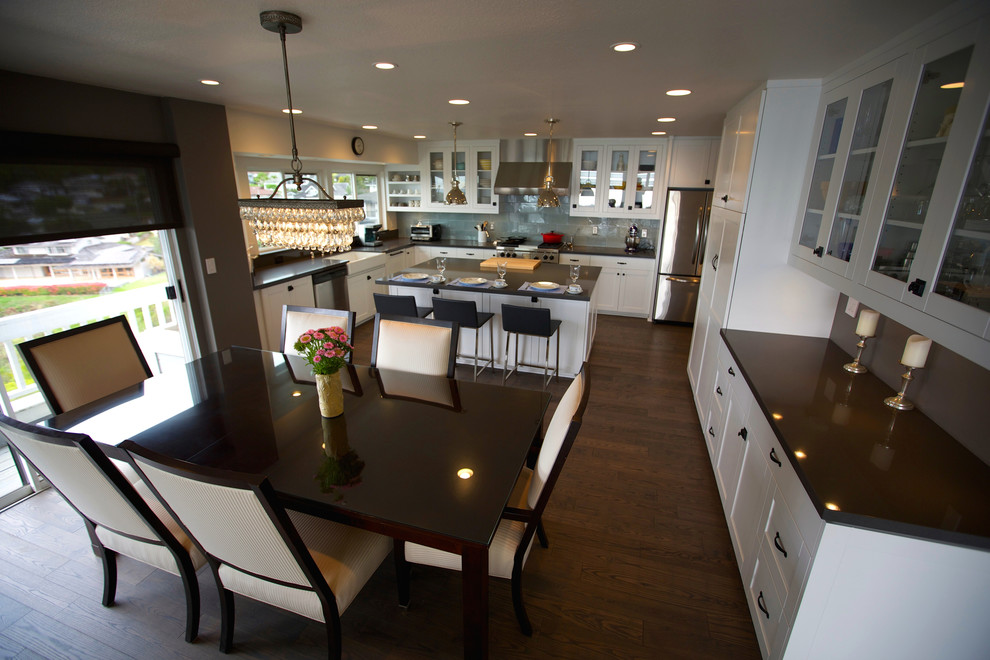Example of a transitional kitchen design in Hawaii