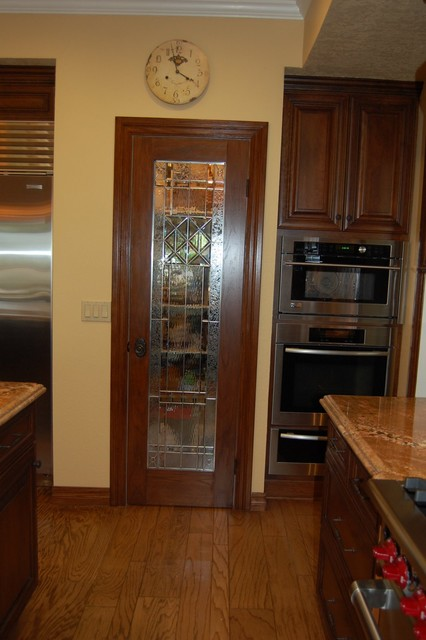 Walk In Pantry Traditional Kitchen Los Angeles By