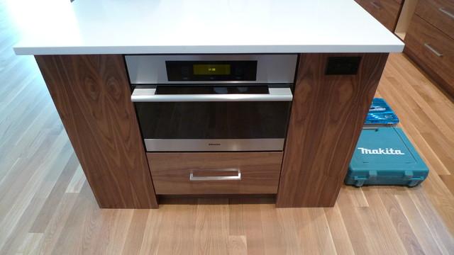 Contemporary  Kitchen  Calgary  by Moda Kitchens & Cabinets Inc