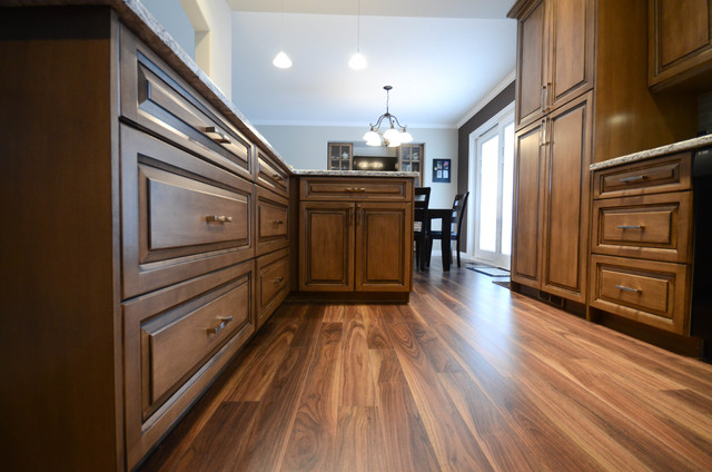 Walnut Grove 2 Traditional Kitchen Vancouver By Elite Kitchens And Bathrooms