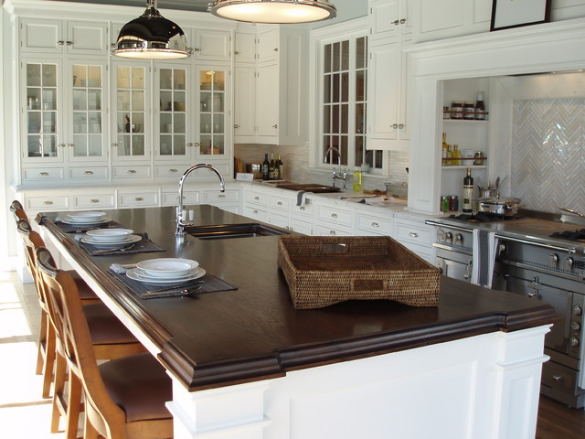 Elegant L Shaped Eat In Kitchen Photo In New York With Glass Front