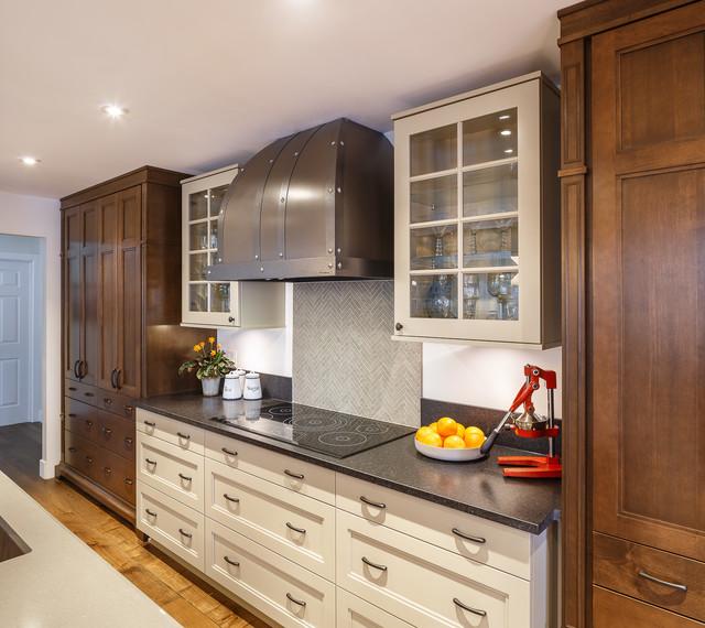 Warm brown toned traditional kitchen astro design for Kitchen designs ottawa
