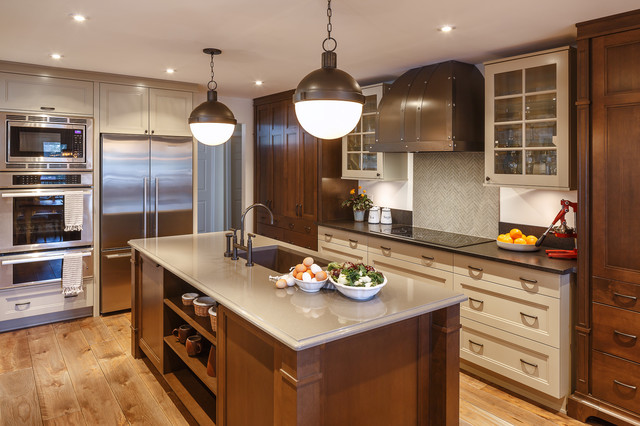 Warm Brown-toned Traditional Kitchen
