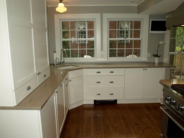 Warm Kitchen in Cleveland Heights traditional-kitchen