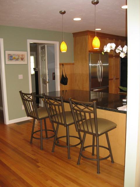 Warm maple kitchen traditional-kitchen