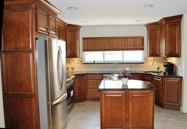 Warm Maple Stone Tile Classic Beauty Traditional Kitchen Detroit By Kurtis Kitchen