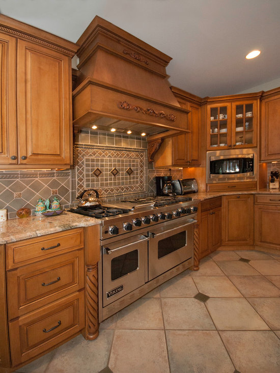 695 Traditional Kitchen Design Photos with Medium Tone Wood Cabinets ...