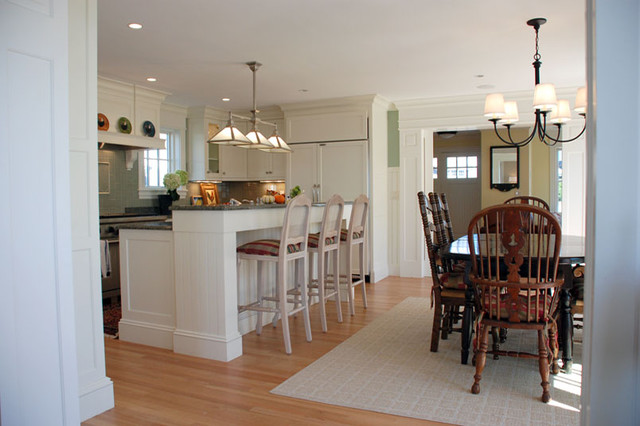 Kitchen - traditional kitchen idea in Boston