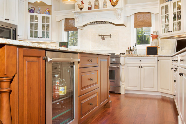 Waterfront kitchen with classic and timeless style for Classic timeless kitchen designs