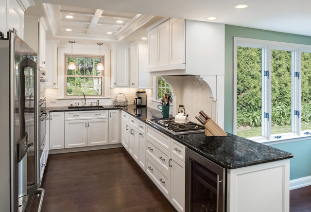 Wauwatosa georgian colonial kitchen remodel traditional for Colonial kitchen cabinet ideas