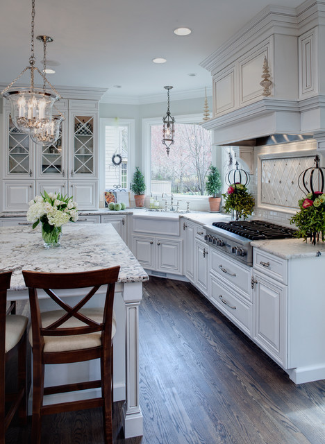 Kitchen   Traditional Kitchen Idea In Chicago With A Farmhouse Sink,  Raised Panel Cabinets
