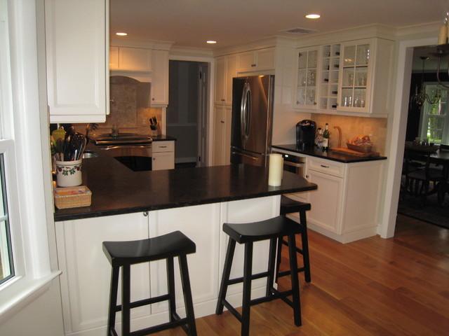 West Hartford Simple & Clean Kitchen - Transitional - Kitchen