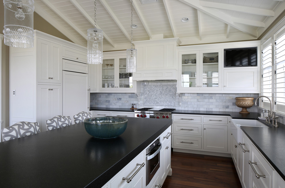 Example of an island style kitchen design in Tampa