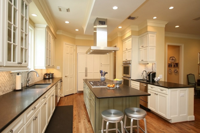 West university kitchen remodel for Cuisine classique chic