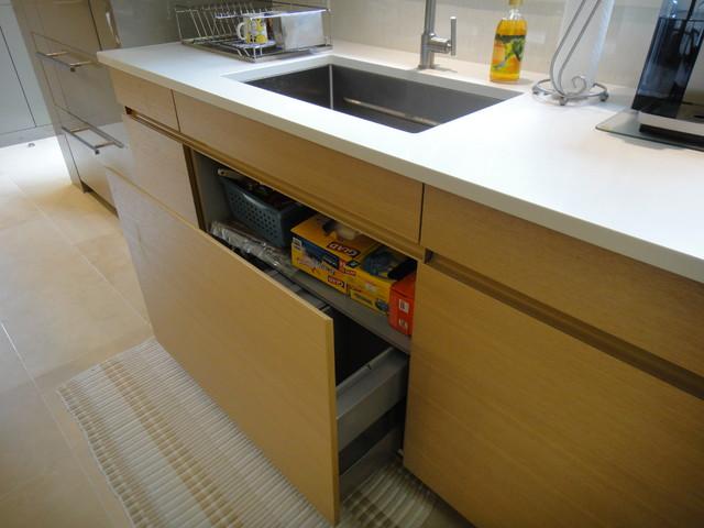 Westchester Luna Sand Grey & AVANCE H Textured Oak contemporary-kitchen