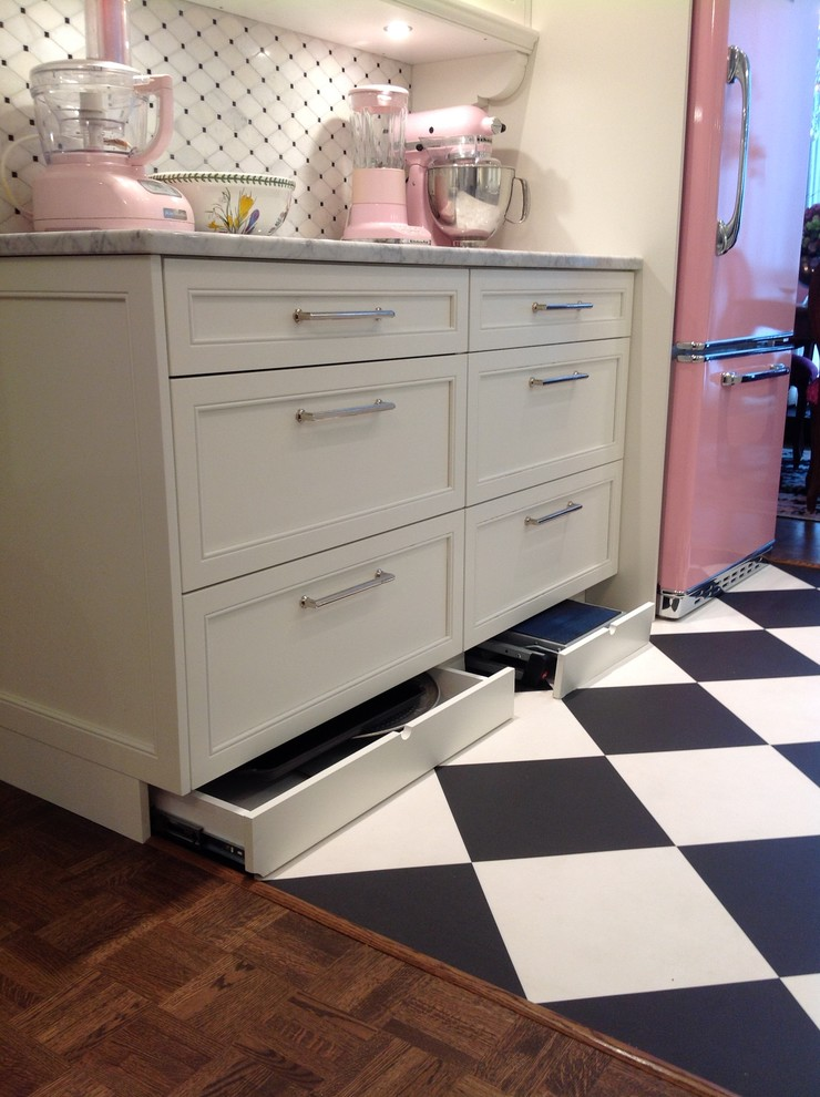 Example of a small classic galley linoleum floor enclosed kitchen design in Montreal with a farmhouse sink, shaker cabinets, white cabinets, marble countertops, white backsplash, mosaic tile backsplash, colored appliances and no island