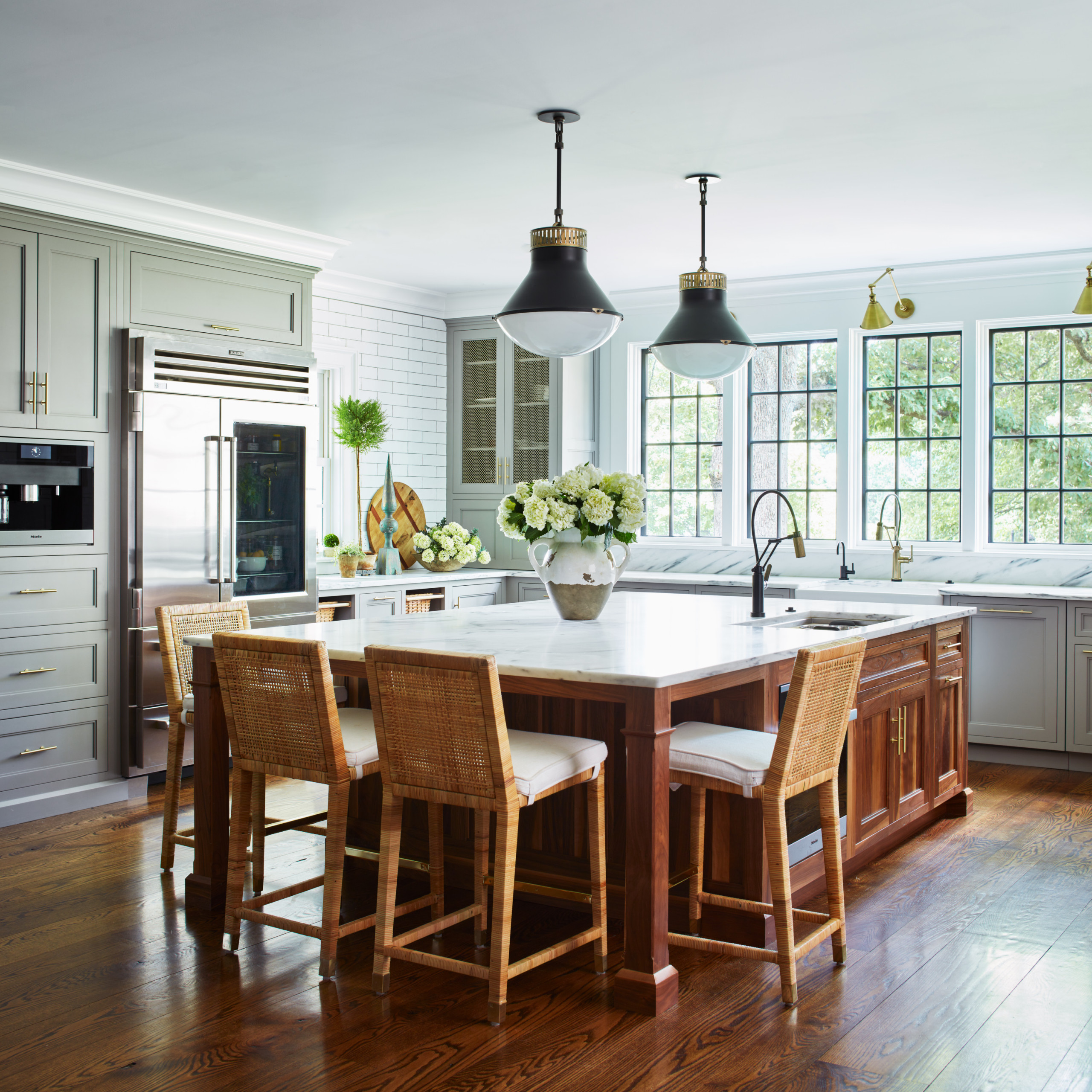 75 Beautiful Farmhouse Kitchen With An Island Pictures Ideas February 2021 Houzz