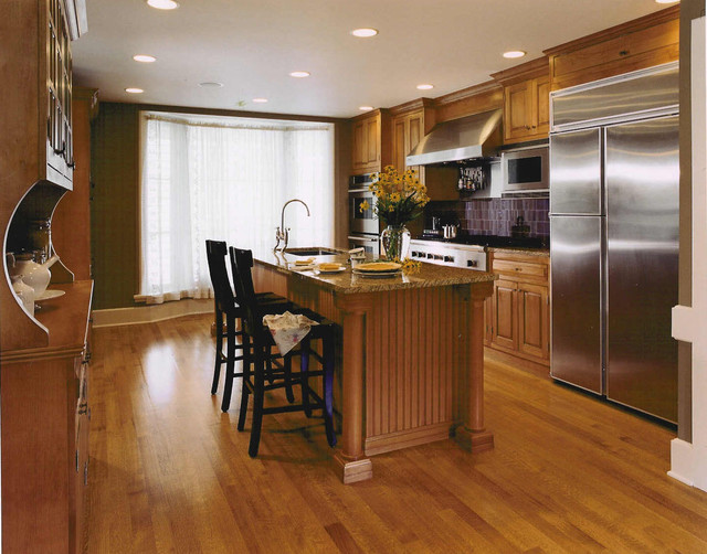 Example of an eclectic kitchen design in Chicago