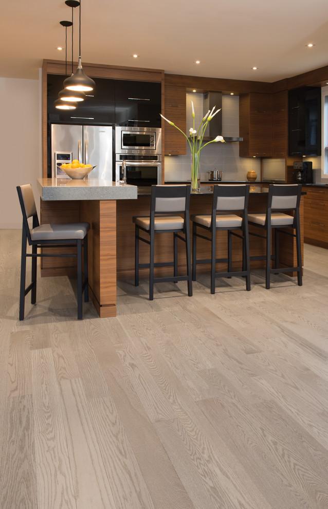 white  light hardwood flooring  modern  kitchen  los