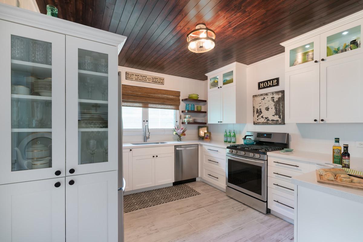 White & Wood Honolulu Kitchen - Farmhouse - Kitchen ...