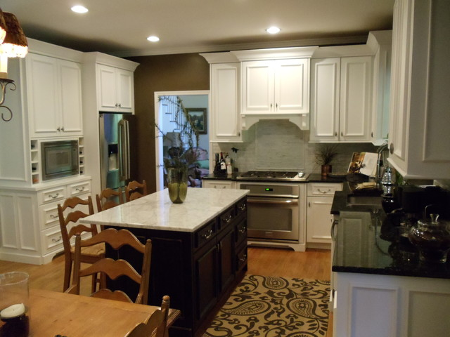 White Applied Molding Kitchen traditional-kitchen