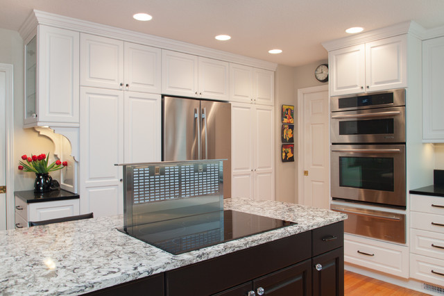White cabinet kitchen traditional-kitchen