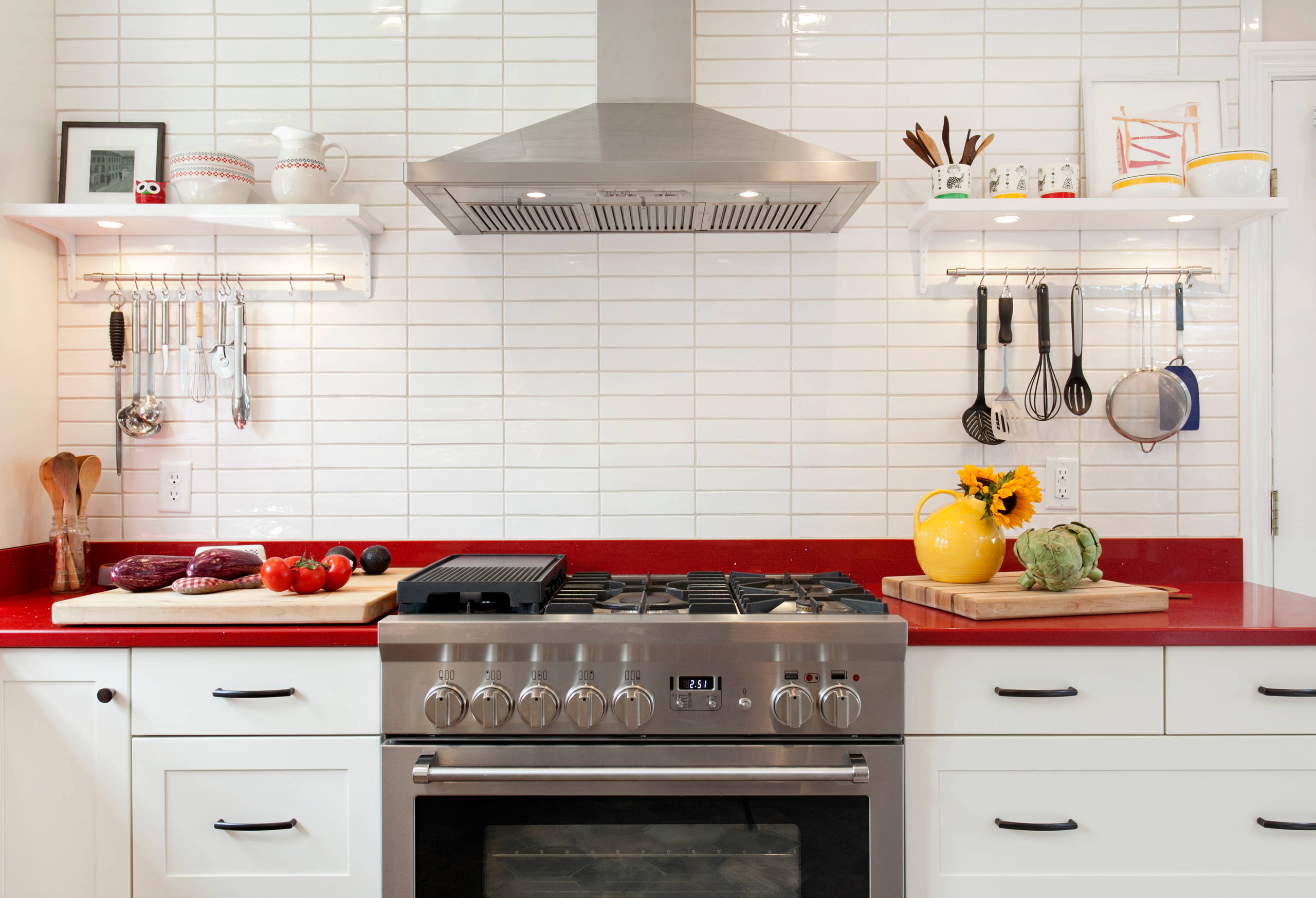 75 Beautiful White Kitchen With Red Countertops Pictures Ideas March 2021 Houzz