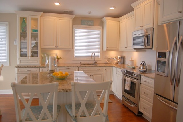 white cottage kitchen - Traditional - Kitchen - Cleveland ...