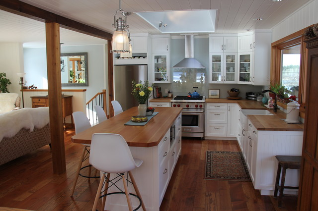 White Farmhouse Style kitchen Black Creek