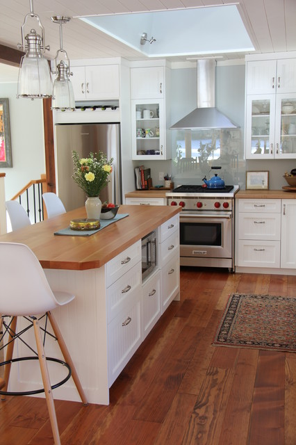 White Farmhouse-Style kitchen - Black Creek farmhouse-kitchen