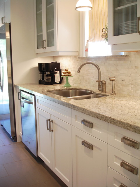 White galley kitchen for Small galley kitchens with white cabinets