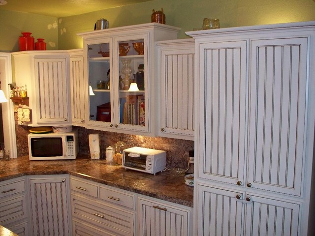 White glazed beadboard kitchen by oak tree cabinetry for Beadboard kitchen cabinets